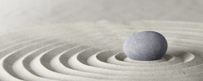 spa-zen-stone-sand-dirk-ercken-dreamstime-28216906-e1432221393599-1000x399